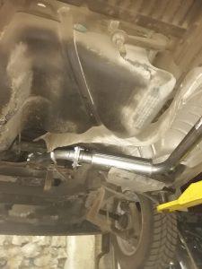 После установки приемной трубы Фольксваген Транспортер т4 2.5 TDI VW TRANSPORTER IV 2.5 TDI, устанавливаем остальные части выхлопной системы.